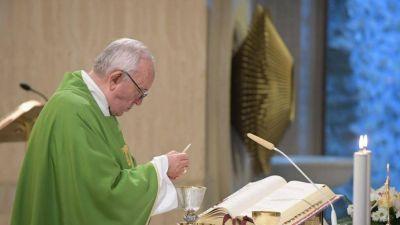 El Papa: el pastor reza cuando el diablo anda suelto y es acusado