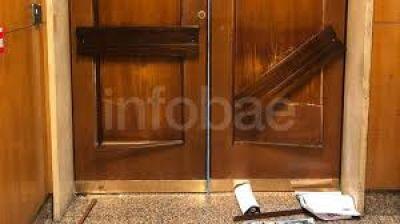 Violenta protesta de gremialistas dentro del edificio de la AFIP: videos exclusivos