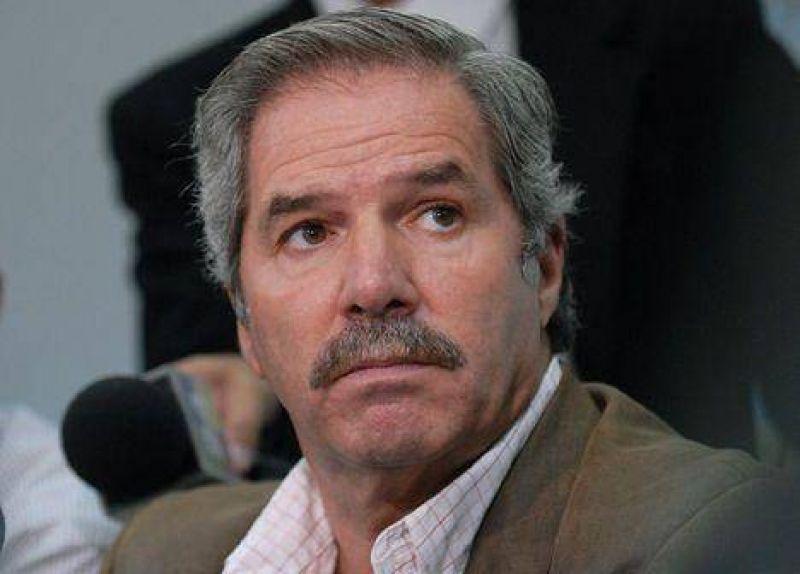 "Solá: ""Scioli está preso de la caja que maneja Kirchner"""