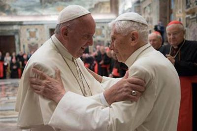 En dos cartas que se filtraron, Benedicto XVI defendió su renuncia y retó a críticos de Francisco