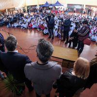 Arroyo inauguró una escuela sostenible y al día siguiente ordenó retirar las plantas