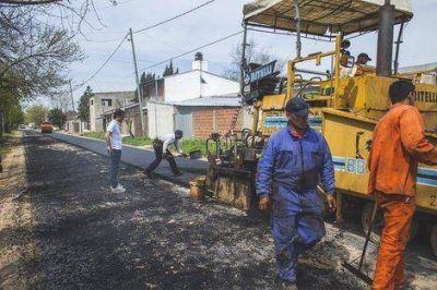La Josefa: Abella recorrió obras de asfalto