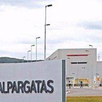 Dramático: Alpargatas cerró sus plantas en Catamarca y La Pampa y cientos de trabajadores quedaron en la calle