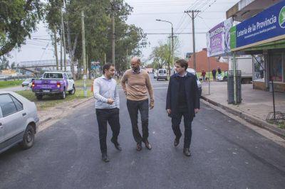 El ministro Dietrich y Abella recorrieron obras de asfalto en Ariel del Plata