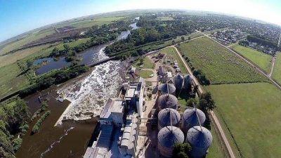 El insólito dique que explota una empresa privada y arruina la vida en uno de los ríos más importantes de Córdoba y Santa Fe