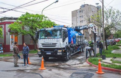 Limpian desagües pluviales en distintos puntos del casco urbano