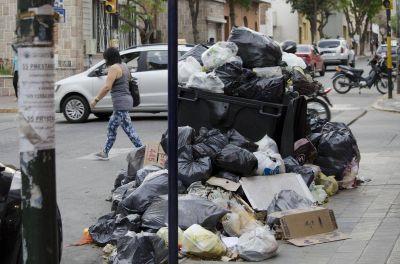 Por el paro, cerca de 900 toneladas de basura se acumularon en las calles