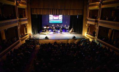 """Reabrió sus puertas el Teatro Colón: """"Se ha recuperado una joya de la cultura de Mar del Plata"""", dijo Arroyo"""