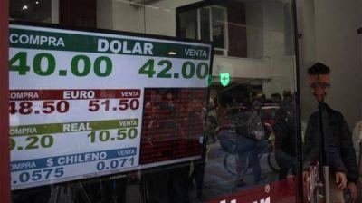 El nuevo plan del Banco Central para estabilizar el dólar enfrenta su primera prueba de fuego
