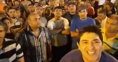 """Trabajadores despedidos de Alpargatas le mandaron un mensaje a Macri: """"Es por su culpa"""""""