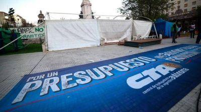 Sindicalistas y agrupaciones de izquierda montaron una carpa frente al Congreso para protestar contra el Gobierno