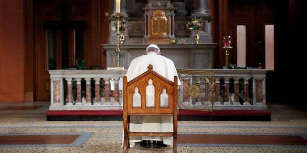 ¿Por qué el Papa pide rezar Rosario y antigua oración a san Miguel contra Satán ?