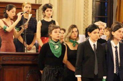 El presidente de la AMIA, Agustín Zbar, involucrado en la acusación por maltrato de ex alumnas del Colegio Nacional Buenos Aires