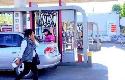 En el centro de la ciudad, el litro de nafta no se consigue por menos de $40