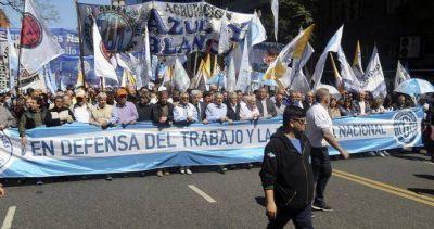 Los gremios industriales movilizaron una multitud y pidieron que se sostengan los empleos y el salario