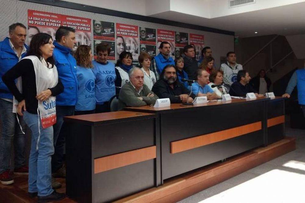 Tras el anuncio del paro de 48 horas, Vidal convocó a los docentes a nueva reunión paritaria