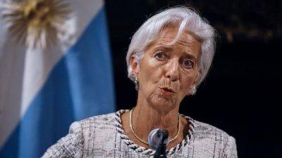 El FMI volvió a bajar sus previsiones para la economía argentina: caerá 2,6% este año y otro 1,6% el próximo