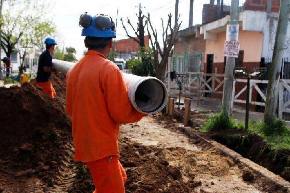 Las obras de cloacas continúan en Castelar Sur