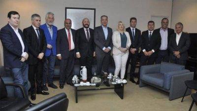 El peronismo ampliado: un grupo de gobernadores se sacó una foto para marcar diferencias con Massa, Urtubey, Schiaretti y Pichetto