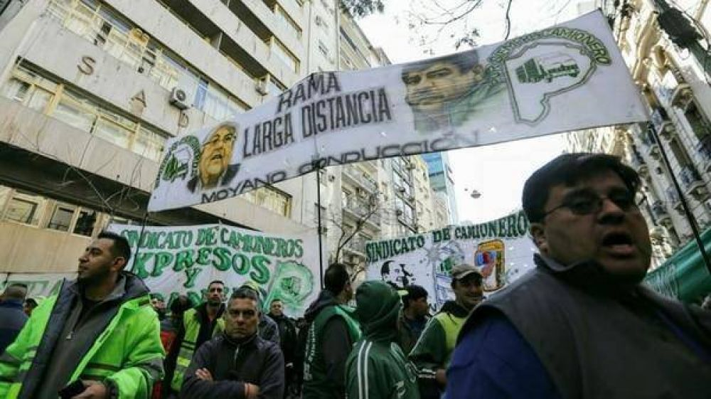 La Justicia procesó a dirigentes de Camioneros por extorsión