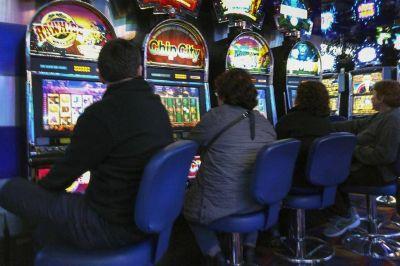 Alivio para Vidal: Boldt saca ventaja en la licitación de casinos, pero no está solo