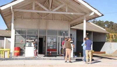 A la espera de la temporada estival, reconstruyen una vieja Estación de Servicio