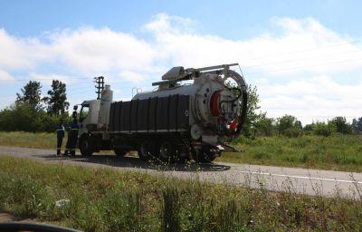 AySA despeja un conducto cloacal sobre la Ruta 58