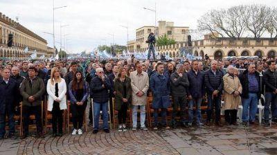 Con Hugo Moyano a la cabeza, sindicalistas, movimientos sociales y dirigentes del PJ marcharon a Luján por
