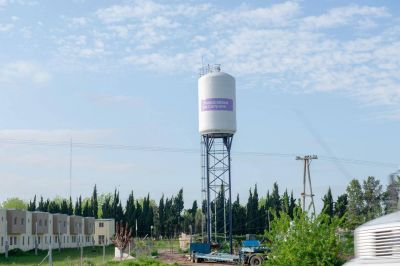 """Barrio """"104 viviendas"""": con la colocación del tanque, finalizó la obra de agua potable"""