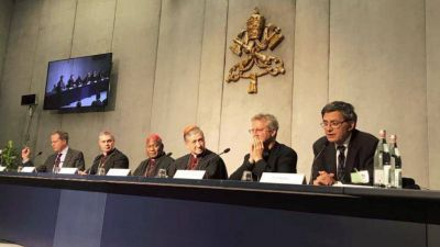 Sínodo; homosexuales y migrantes; Cupich: queremos dirigirnos a todos de manera incluyente