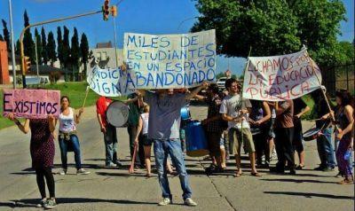 Denuncian persecución sindical con una trabajadora de la Escuela de Arte