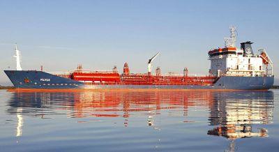 Un buque cargado de combustible quedó varado en el Río Uruguay