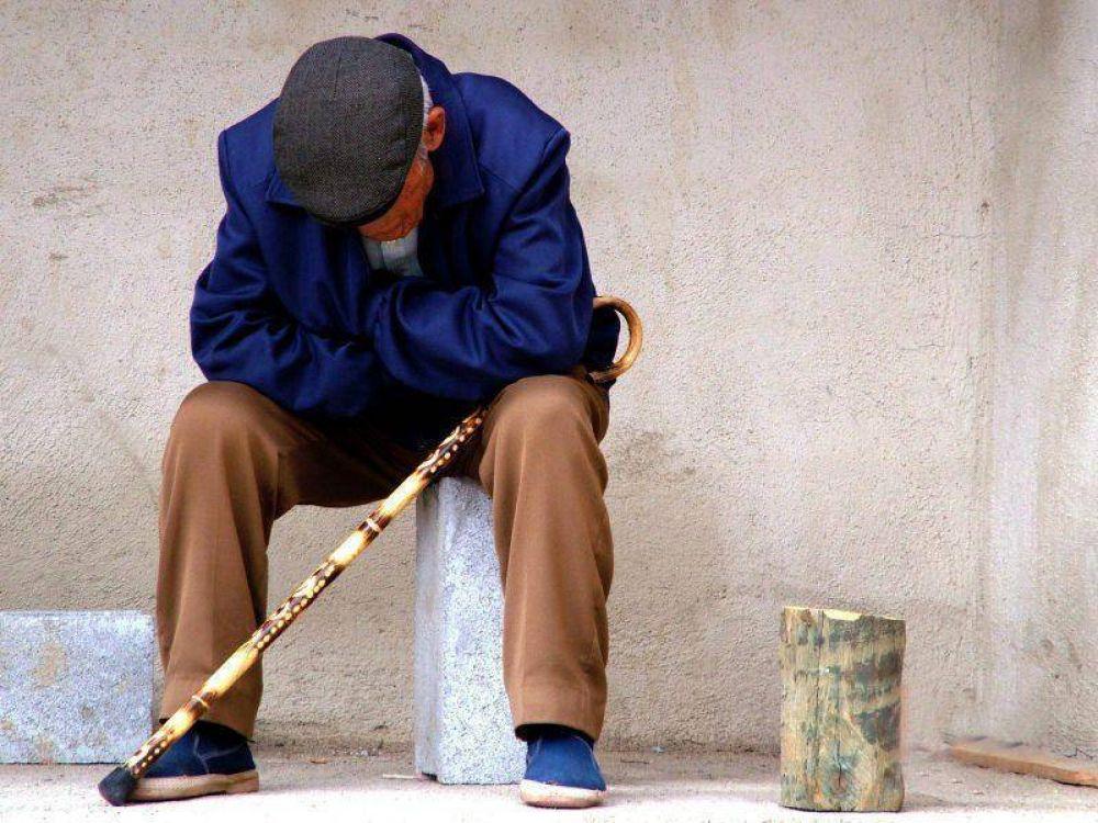 Jubilados olvidados a la buena de Dios: Su canasta básica aumentó un 64,83% en un año