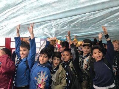 A pesar de la lluvia, los chicos de Buenos celebraron a la Virgen María