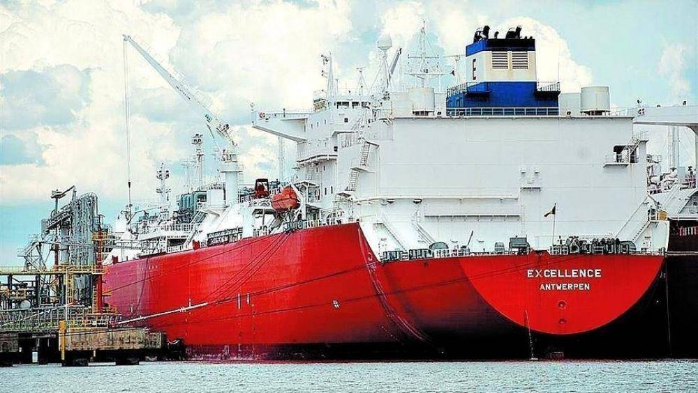 Después de 10 años se va el buque que le costó al país millones de dólares: lo despide Macri