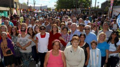 Inauguraron obras de pavimentación y cloacas en el barrio Las Flores
