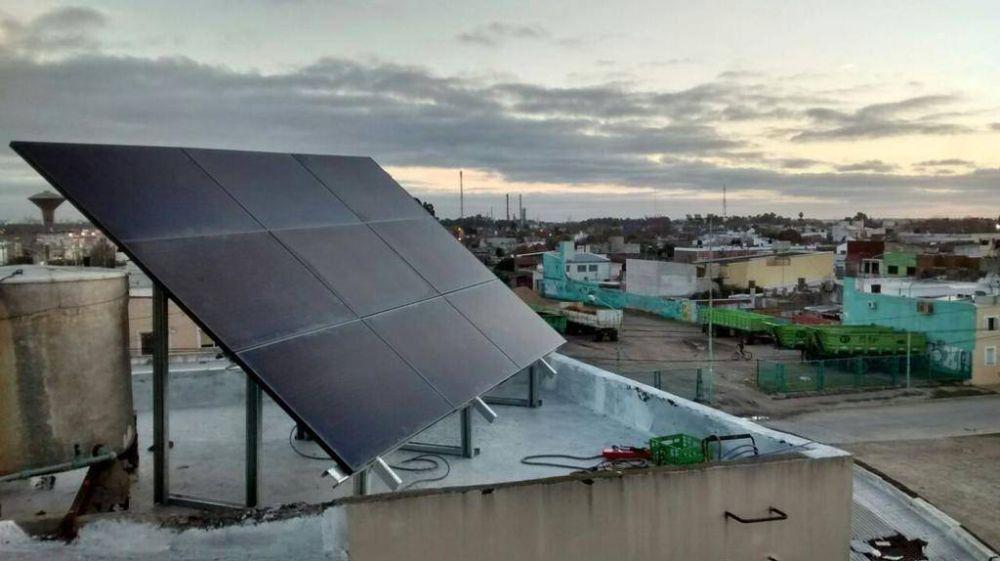 Técnicos proponen usar paneles solares en edificios públicos y el cordón hortícola
