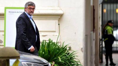 Un ministro de Vidal blanqueó que convocarán a los gremios en diciembre y los docentes enfurecieron