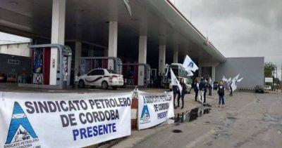 Toma pacífica en estaciones de servicios de Córdoba por despidos