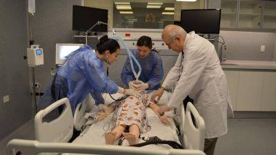 Crece la demanda de los médicos por hacer simulaciones con robots para evitar la mala praxis