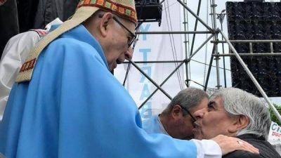 """El obispo de Luján se disculpó por la misa con Hugo Moyano: """"Invito a todos a caminar juntos para superar la dolorosa brecha"""""""