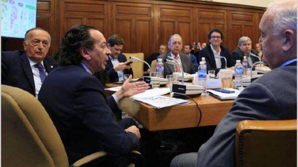 Gobierno busca abrir un diálogo por la paz social con empresarios y CGT