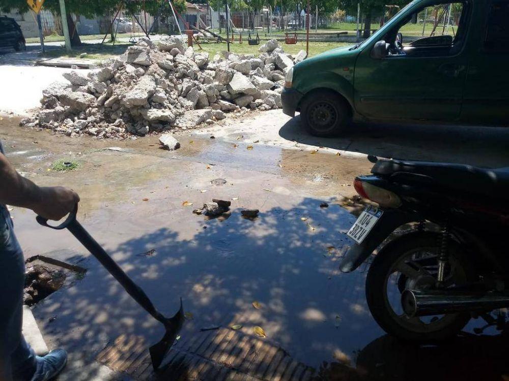 Clases suspendidas y bronca vecinal por otro día con escasa presión de agua