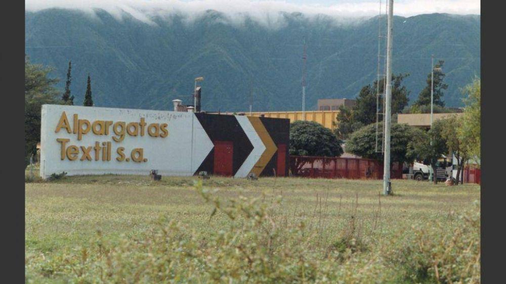 Más despidos en Alpargatas: la planta de Chaco al borde del cierre