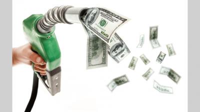 Naftas y dólar: el sinuoso sendero de la evolución de sus precios