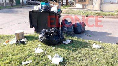 Protesta de empleados municipales afecta la recolección de residuos