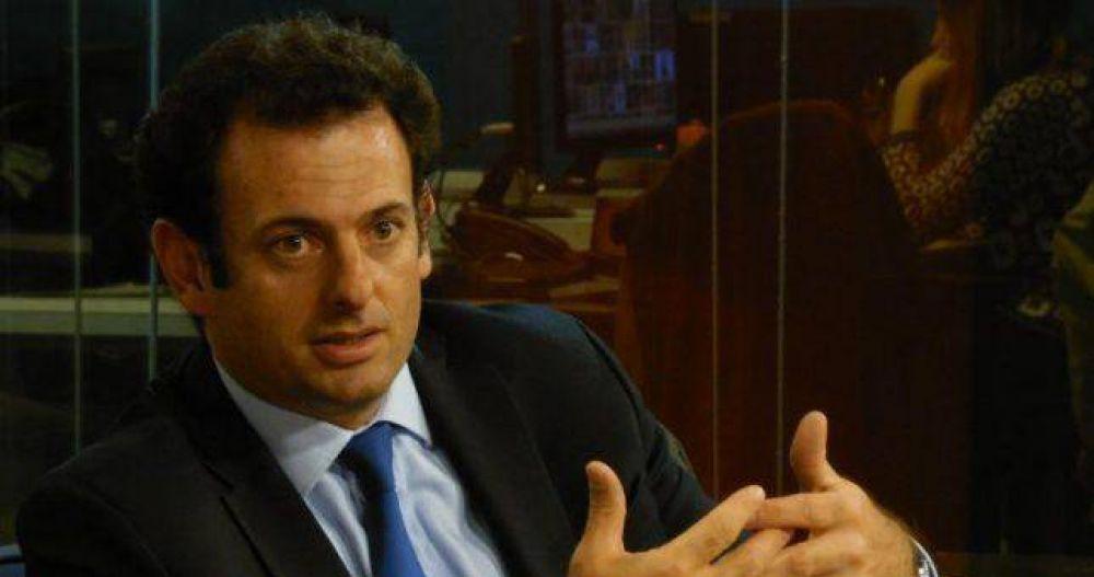 """La UIA cuenta 30 mil empleos fabriles perdidos este año y se resigna a paritarias """"permanentes"""""""