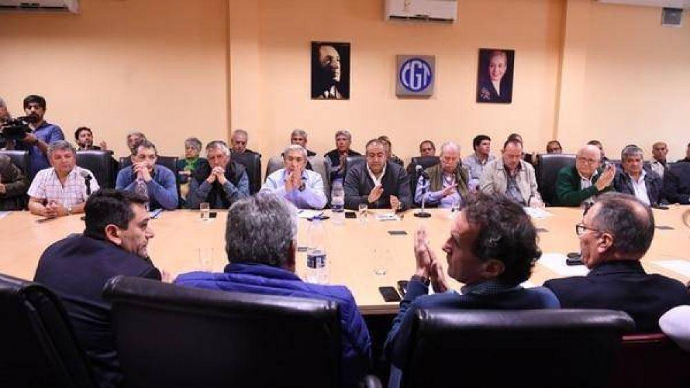 """Gobierno, CGT y empresarios: apuro por la """"letra chica"""" y jugadas extrañas"""