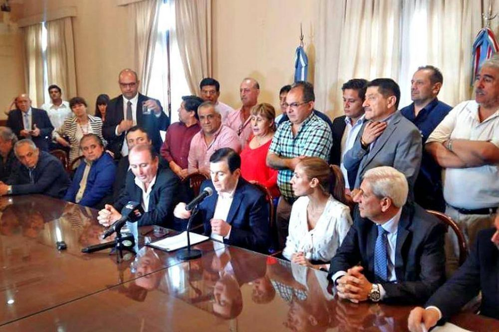 Santiago del Estero: anuncian un bono de $15.000 y aumento del 40% para los estatales