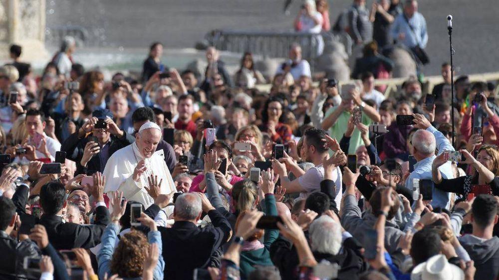 """El Papa: """"no robar"""" significa que nadie es dueño de los recursos"""